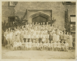 Early class picture circa 1930s